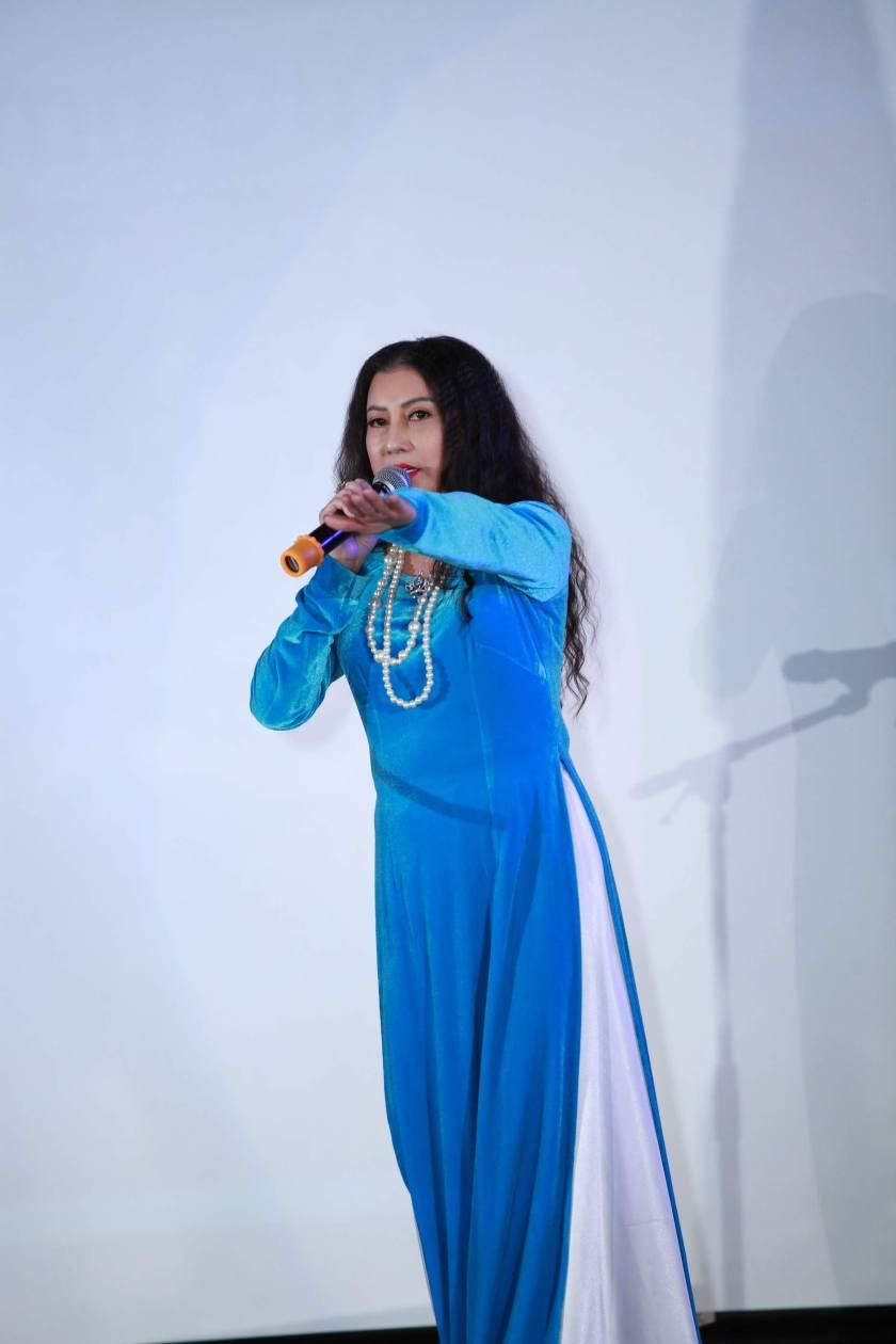 014-Ca Si Hoai Trang-Dung Dung Nhin